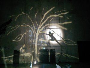 Autres jeux de lumière lors d'une sortie de stage à la Cité des Arts de la Rue, à Marseille.