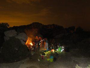 Soirée au coin du feu aux Baux de Provence.