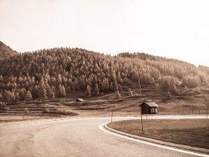 """Un cabanon perdu, sur la route vers l'Italie pour le spectacle des """"grimpeurs (é)perdus."""