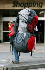 Interrogation surprise, sortez vos feuilles et rangez vos portables ! Ce sac à dos est il trop gros, ou trop petit ?