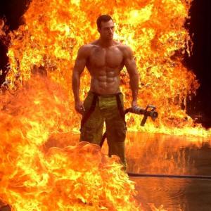 Les pompiers sont forts pour être utiles, ils se calquent sur l'image que les traceurs pensent donner. Photo des pompiers australiens.